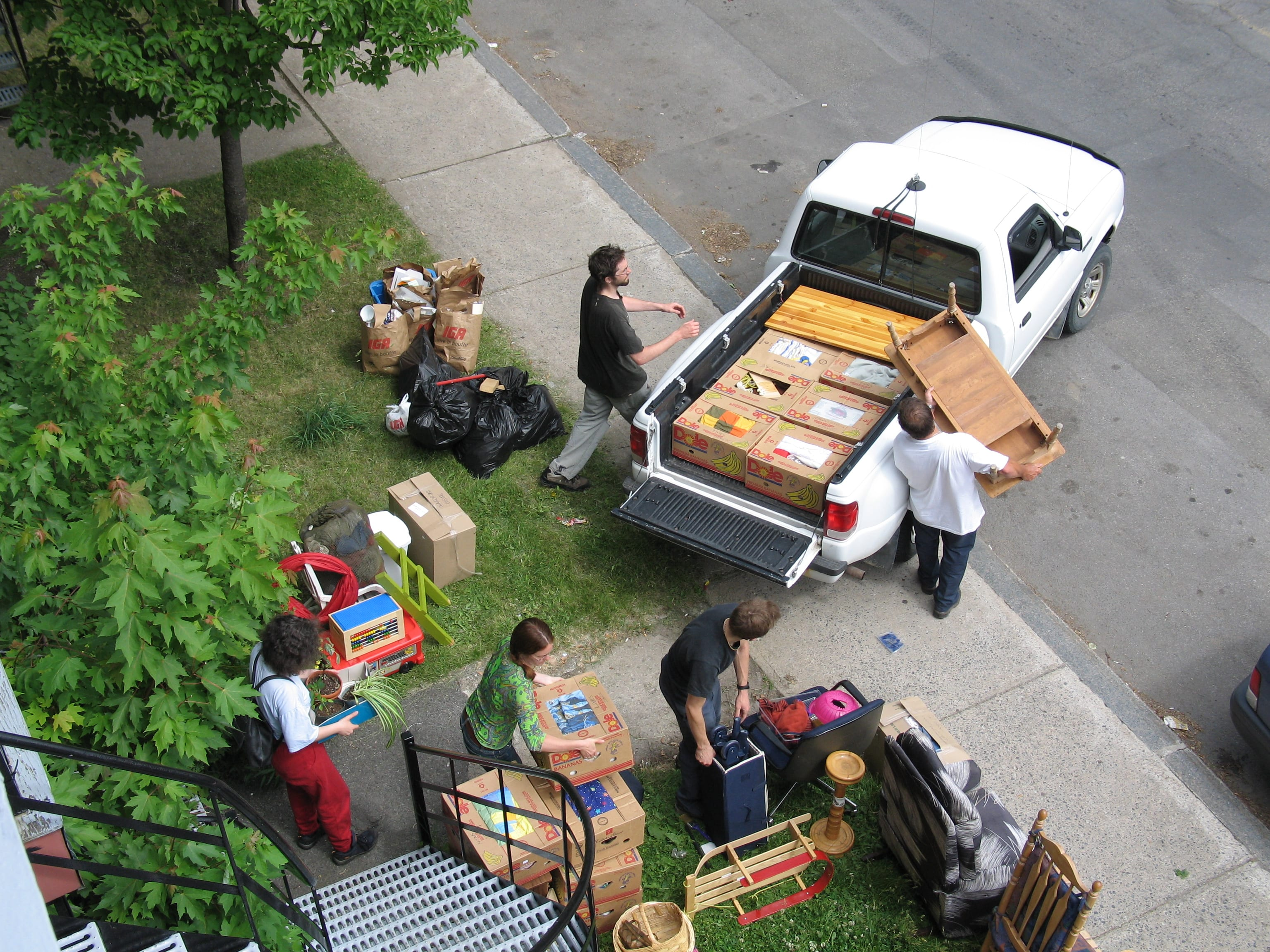 Moving companies can take the stress out of back to school moves.